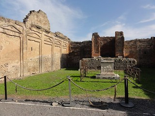Temple of Vespasian in Pompeii | by Simon Chilton
