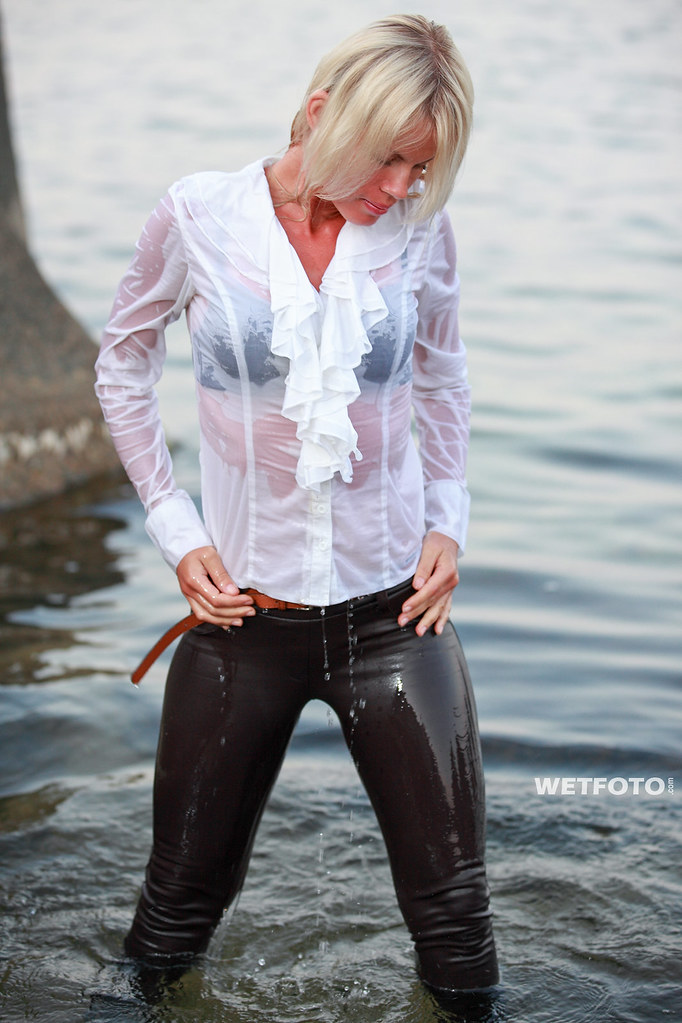 249 Wetlook With Blonde Girl In Tight Pants Beautiful Wo -2993