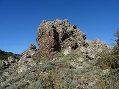 Après avoir quitté la piste W, rocher sur la crête Sud des rochers de Ripale