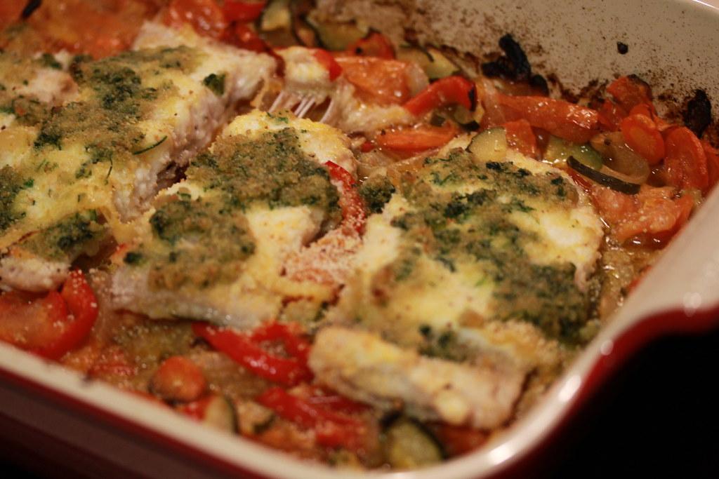 Preparación del pescado horneado crocante.