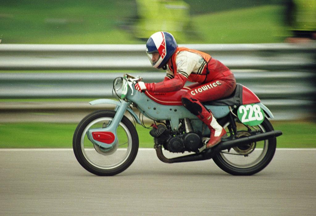 ariel leader 250cc | vintage motorcycle club race meeting ...