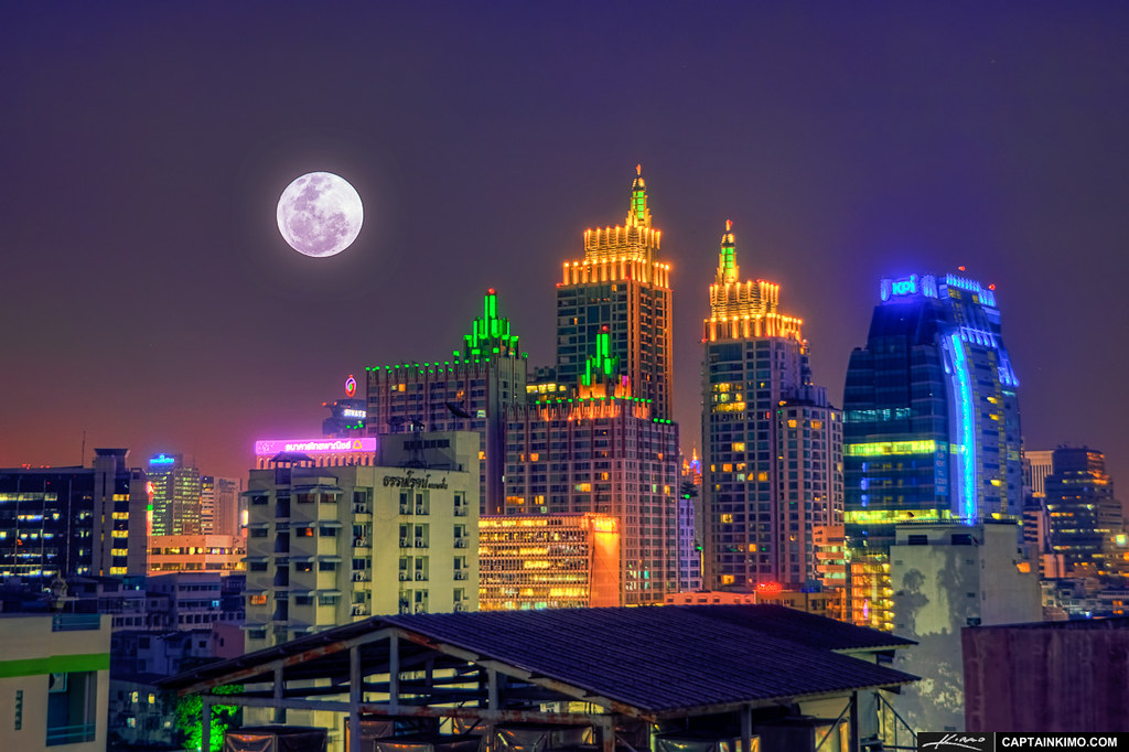 Full-Moon-Rise-Over-Roof-Top-in-Bangkok-Thailand