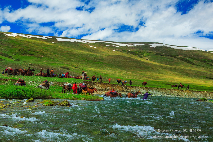 Deosai National Park Pakistan Gujar Family Trying To Cros Flickr