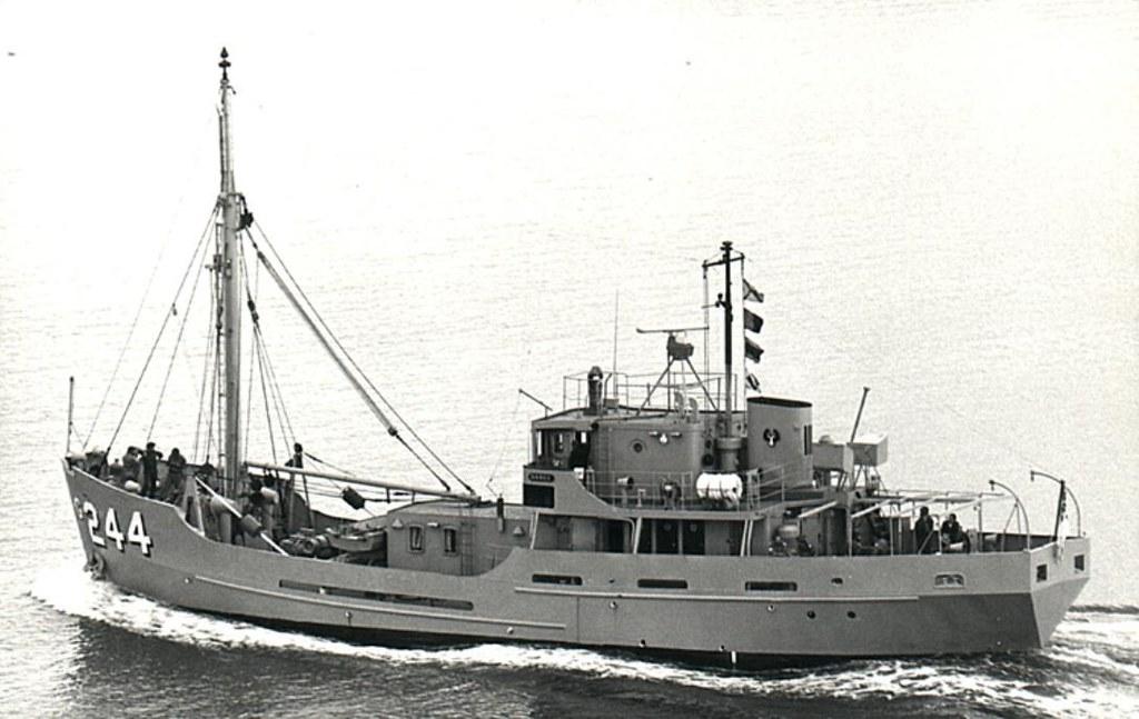 Ca. 1970: Explorer Class GPV HMAS BANKS in her heyday - Gr…   Flickr