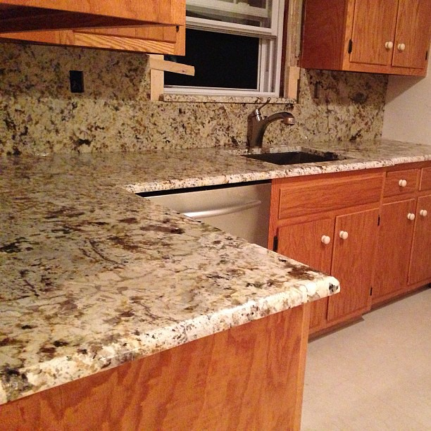 Granite Kitchen Countertops With Backsplash: Antique Treasure Granite Countertops With Full Backsplash