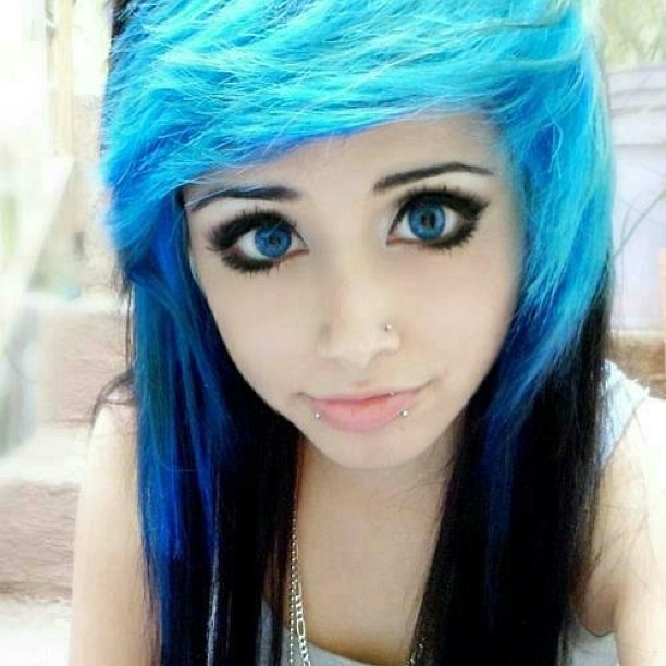 Emo girls with black hair blue eyes