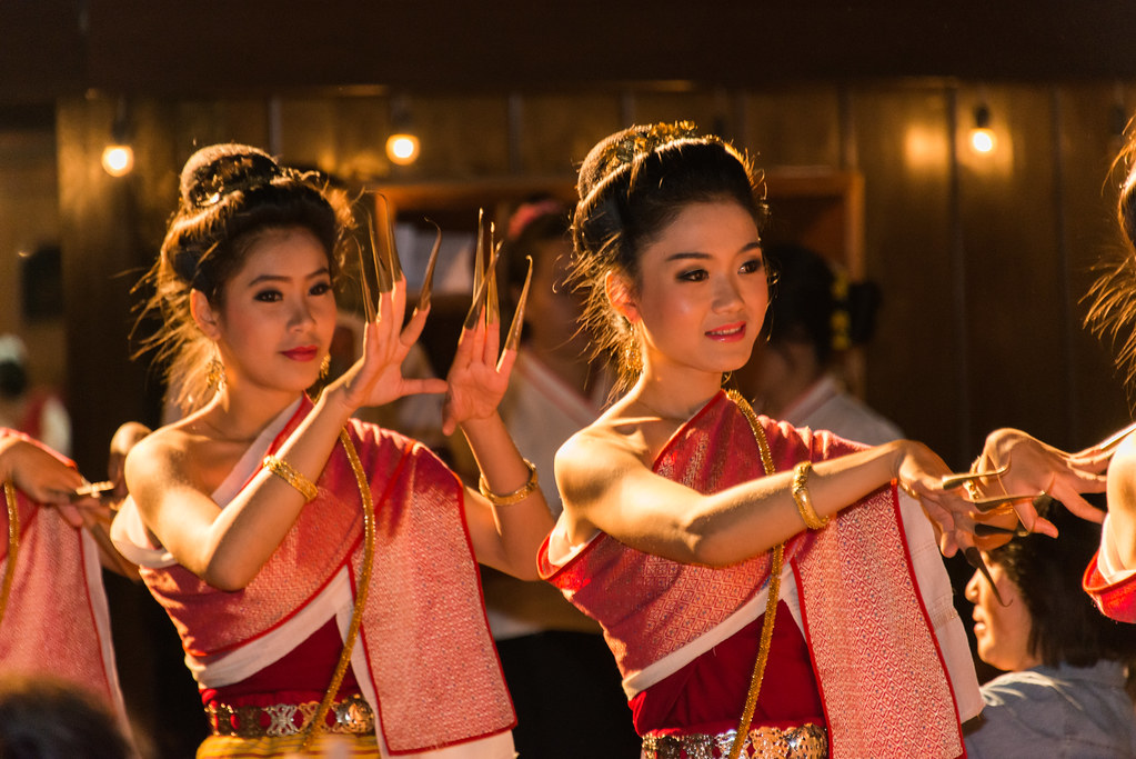 Traditional Thai Dance at The Old Chiang Mai Cultural Cent ...