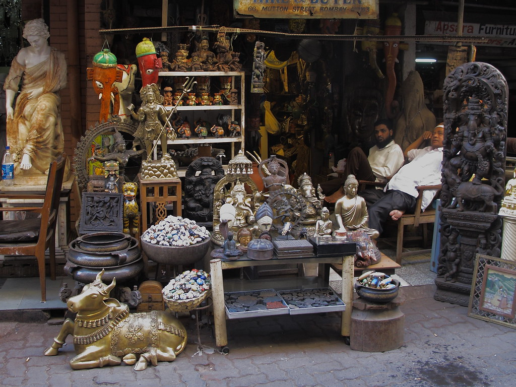 Chor Bazaar Mumbai India Chor Bazaar Located Near Bhend Flickr