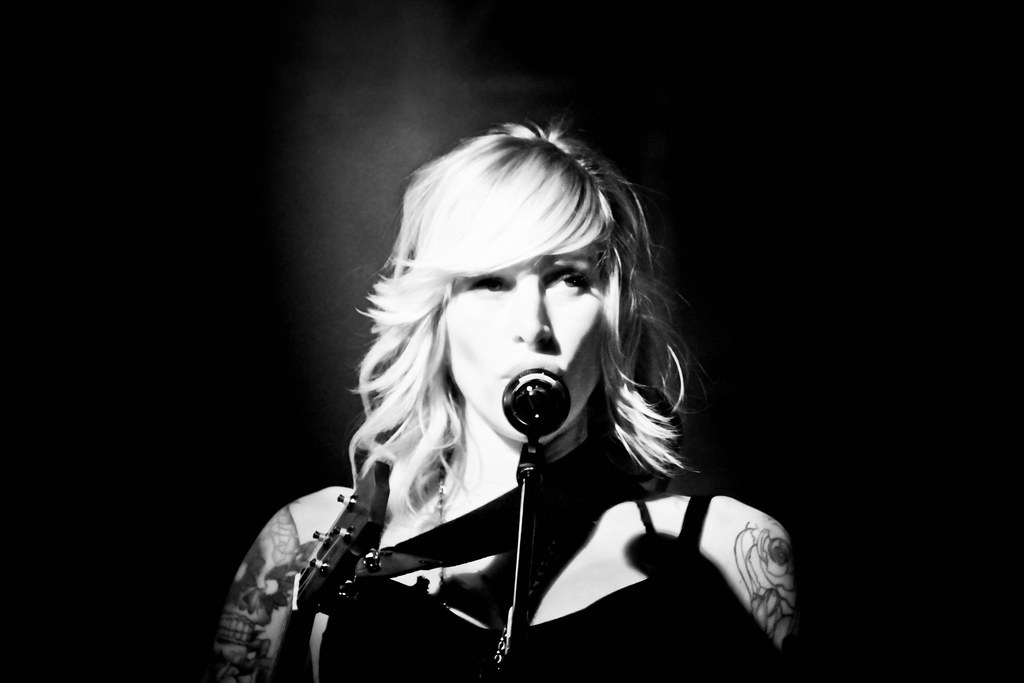 Sarah blackwood 01 walk off the earth live in m nster for Black wood tattoo