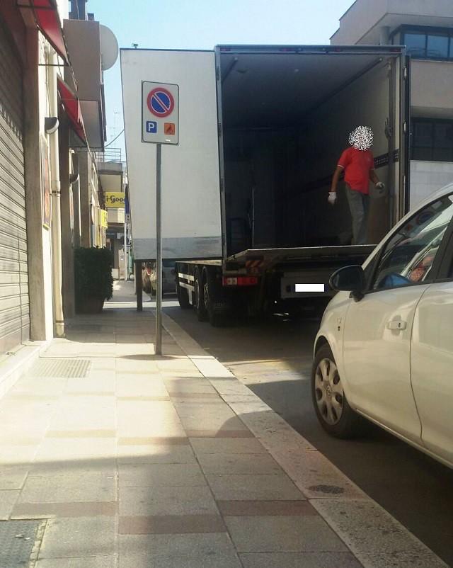 Noicattaro. Barriere architettoniche intero