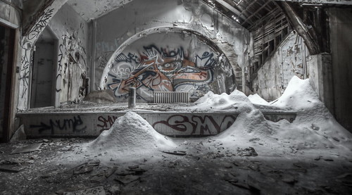 Urbex Quebec - Hdr - Lucifert - 2013 - Projekt NGC - Urgent, Roofer requested... [explored] | by LUCIFERT [ UQ ] Urbex 2014