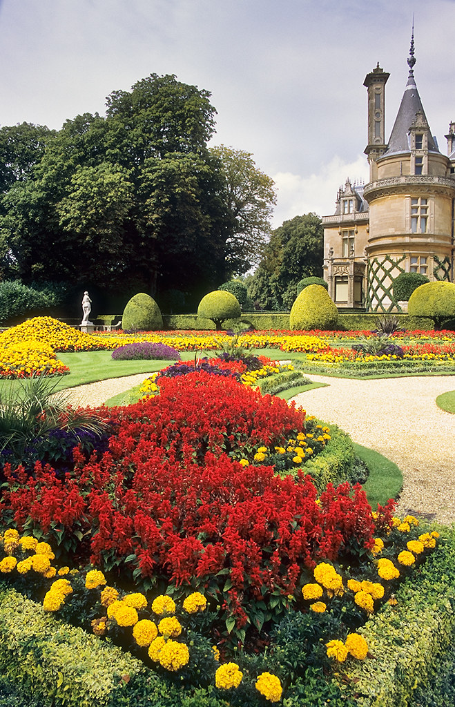 Waddesdon gardens buckinghamshire england outstanding for Planting schemes for small gardens