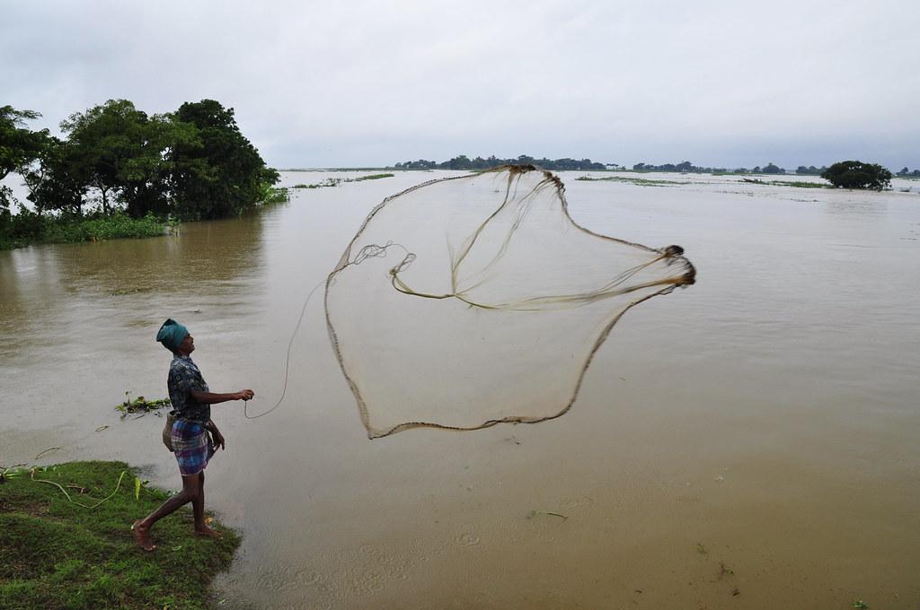 Fishing with cast net in bangladesh photo by balaram maha for Throw nets for fishing