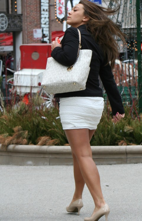 Tight Skirt | Beautiful lady wearing a tight white skirt ...