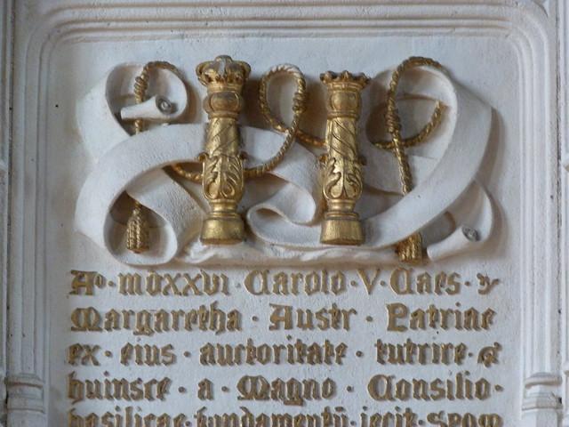 Símbolo de Plus Ultra de Carlos V en Malinas (Flandes)