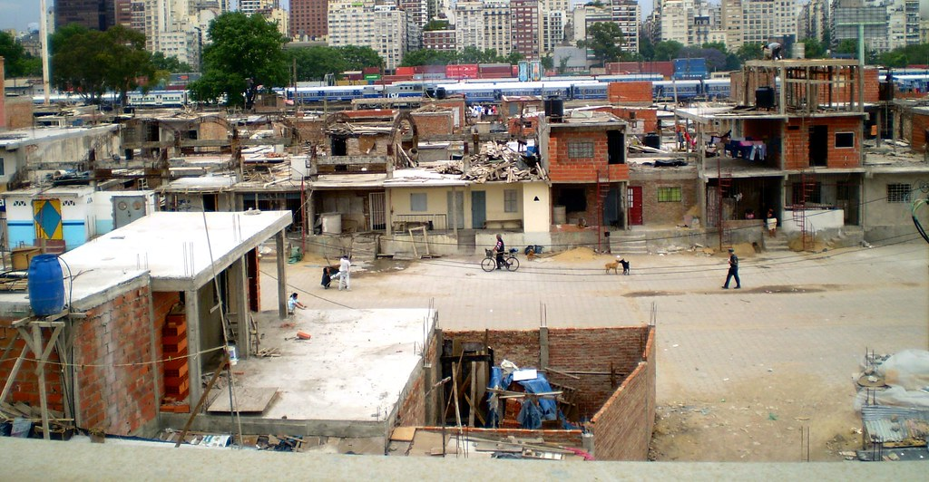 poverty in argentina The causes of poverty in argentina are systemic and deeply rooted in the history of the country in the late 1980's and early 90's.