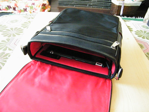 Inside View (2) Platforma iPad Messenger Bag from Strotter | by ~kate~
