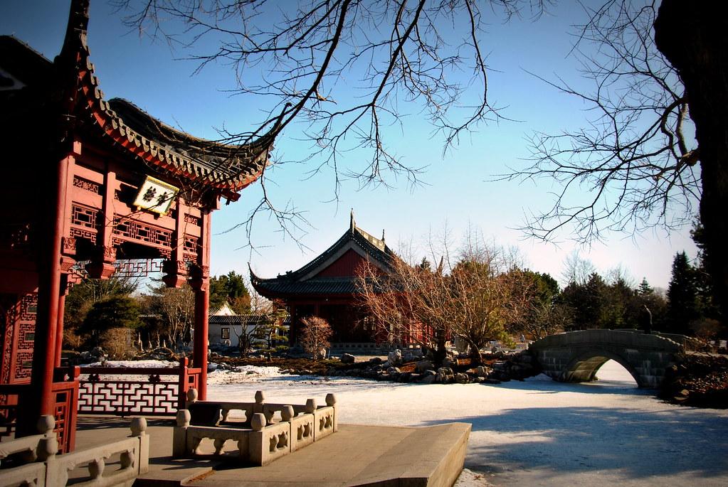 Last remnants of snow / Pavillon chinois du jardin botaniq… | Flickr