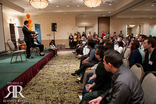 Corporate Entertainment > Magician Performing For Seated Audience | by Rodney Reyes Live