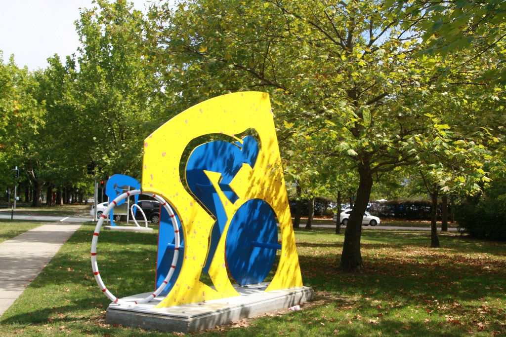 2013 Canberra Questacon Sports Sculpture 3 On The King