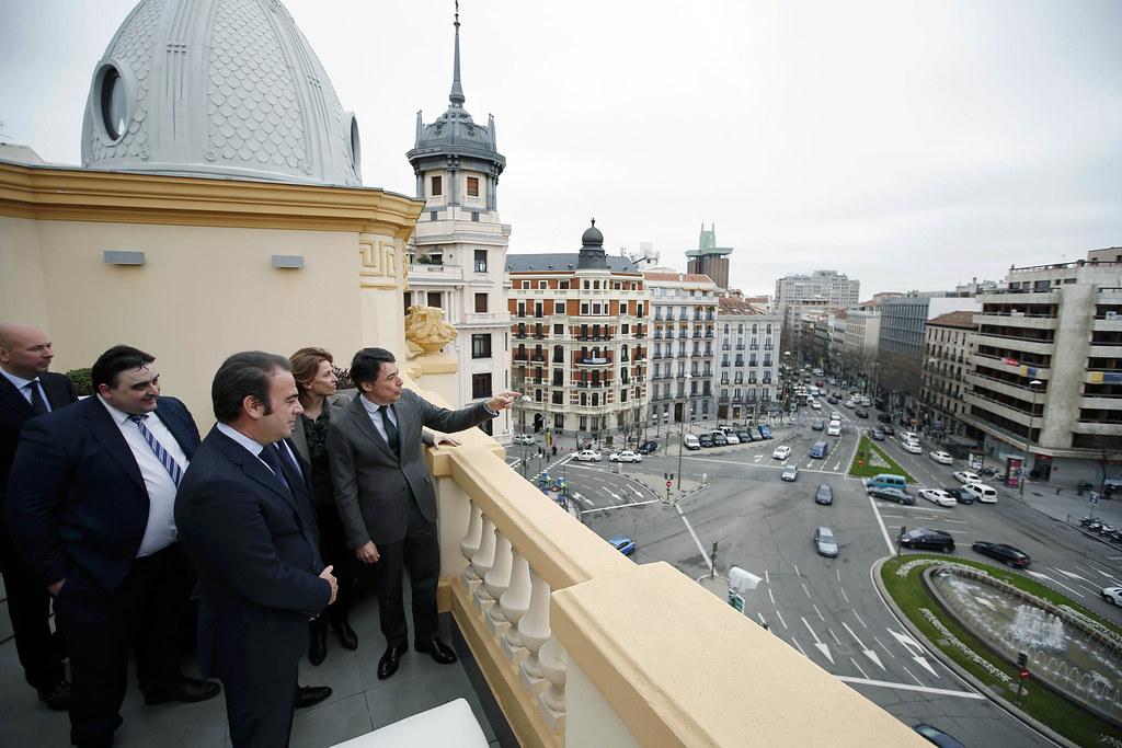Gonz lez inaugura el nuevo hotel innside madrid g nova 25 for Boutique hotel genova