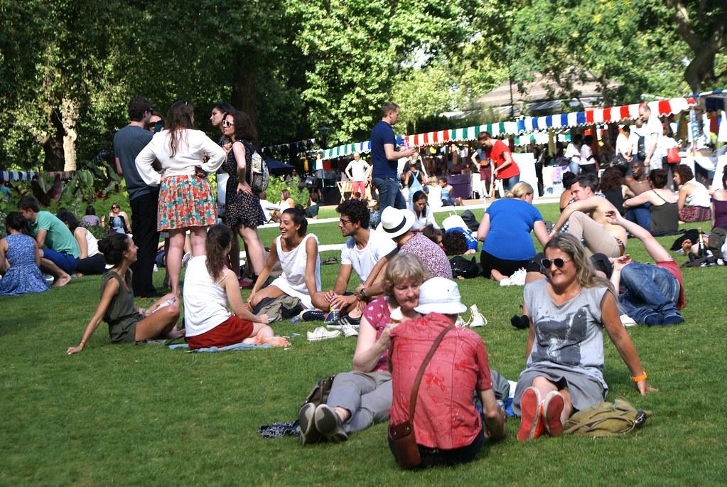 > Embankment Gardens : Le long de la Tamise, un parc, un marché d'artisanat, café, concert et street food ddans le centre de Londres.