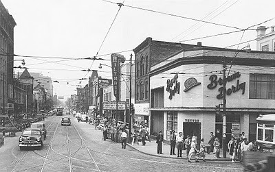 Yonge & Dundas - Toronto 1950's | Corner of Yonge St ...