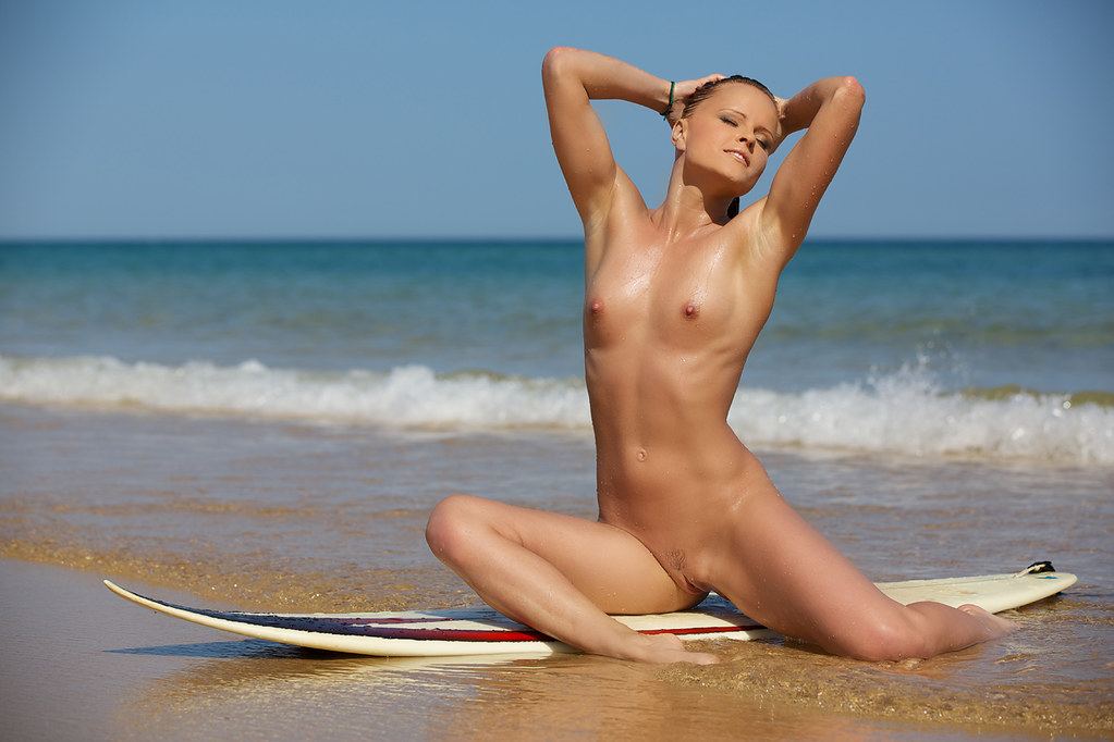 kelly surfer nude
