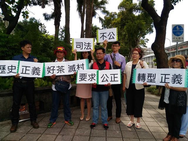 8月8日,好茶國賠團代表赴總統府陳情。攝影:林倩如。