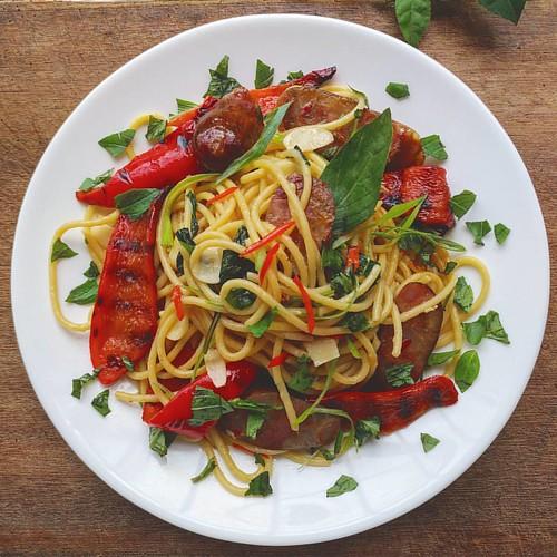 自製午餐: 辣味香腸義大利麵拌烤甜椒 Spicy sausage spaghetti with Roasted peppers   #spaghetti #pasta #sausage #food #Roastedpeppers #義大利麵 #love  #homemade