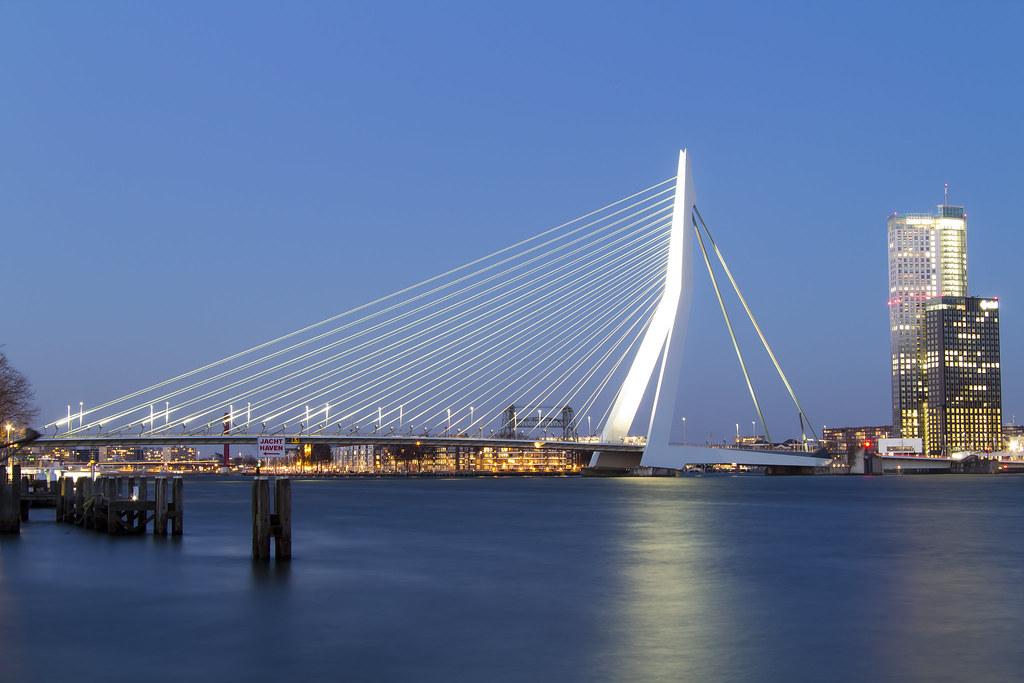 Erasmus bridge by night rotterdam luke price flickr for New york architettura contemporanea