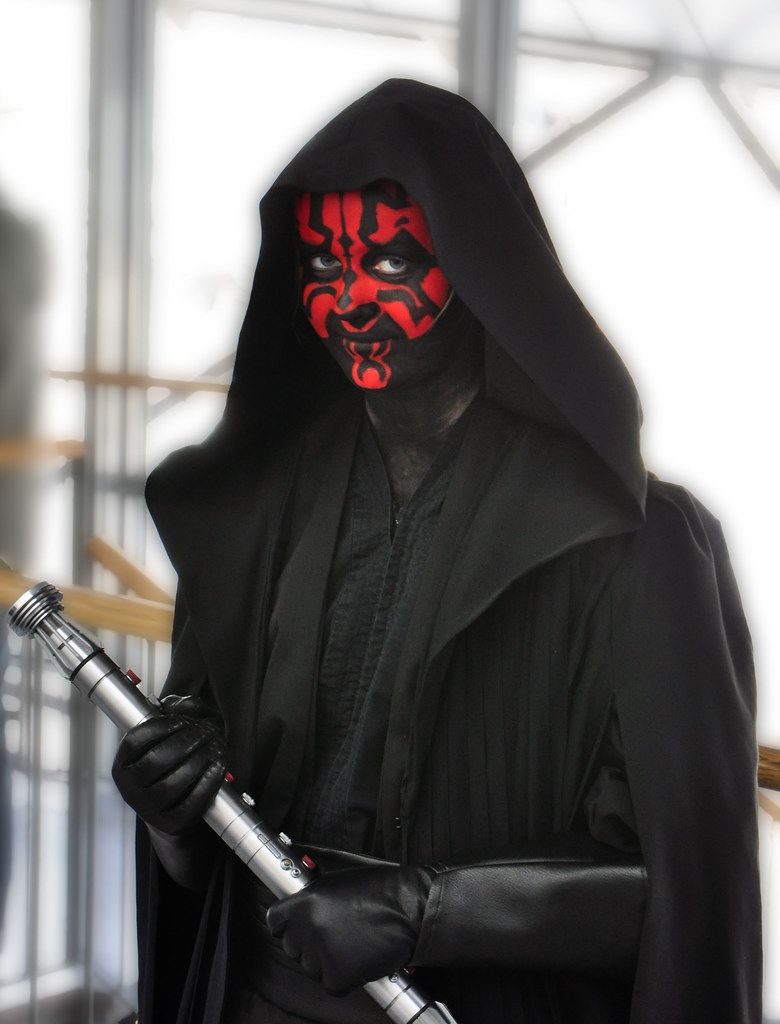 darth maul cosplay a girl at dressed as. Black Bedroom Furniture Sets. Home Design Ideas