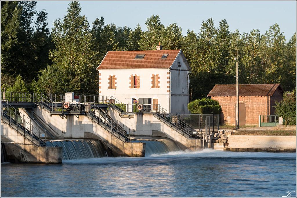 Balade à Villeneuve sur Yonne 28904505276_2b1800cc08_b