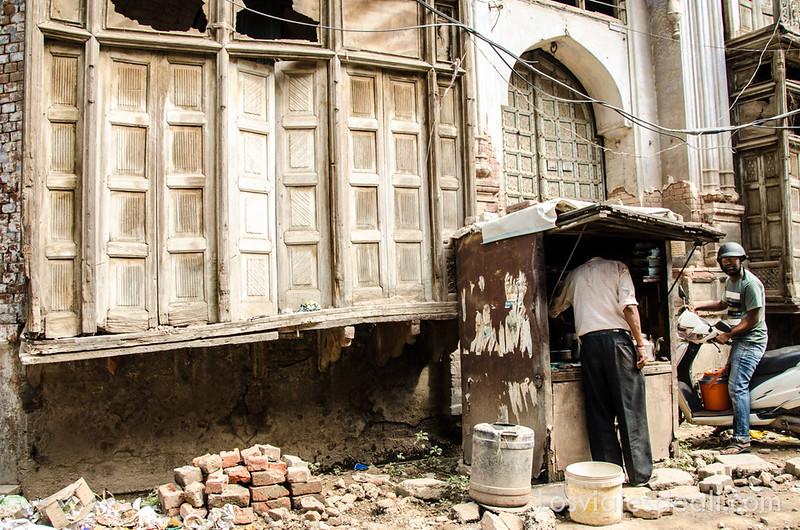 obras en Amritsar junto al templo dorado de los sijs