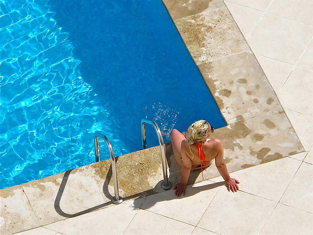 la rubia de la piscina angel becerra gende flickr