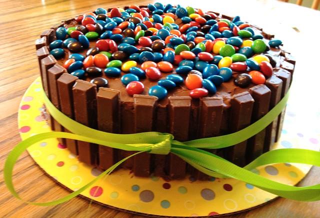 Kit kat birthday cake flickr photo sharing for Decoracion de tortas infantiles