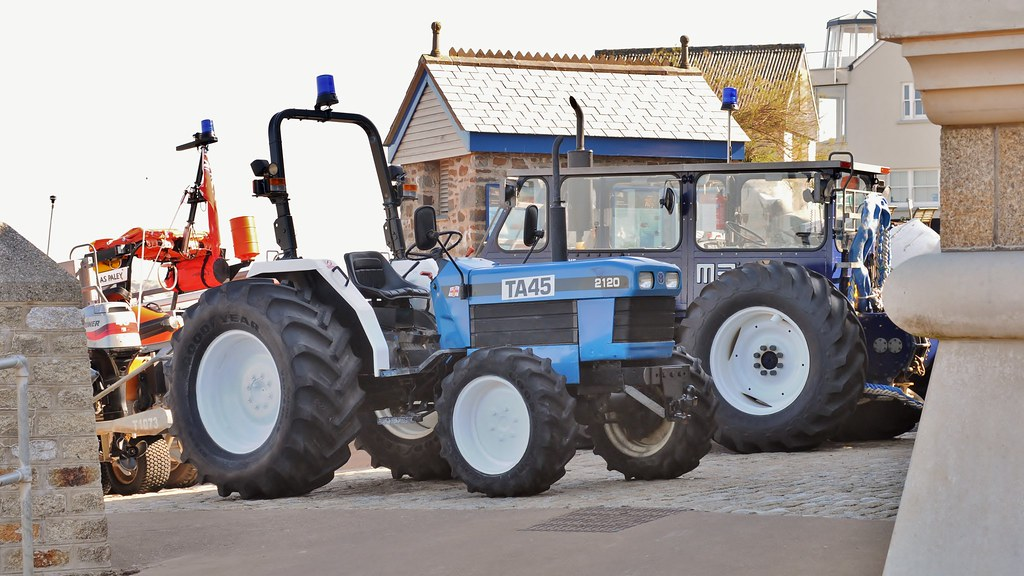 Ford 2120 Tractor : Rnli ford tractor ta
