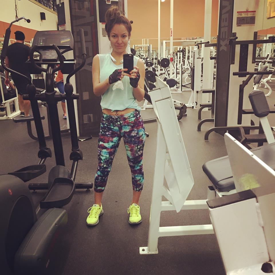 claudia gonzalez la coqueta tv selfie at the gym estrella flickr