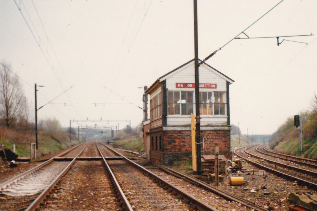 Runcorn Halton Junction Signal Box 1987 An Exterior Shot