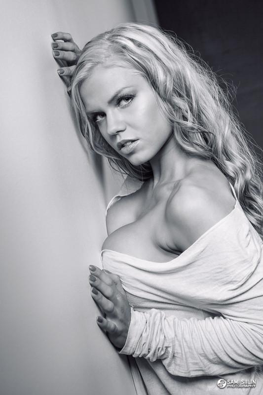 Pretty Girl  Showy Beauty  15 photos at Sensual Girls