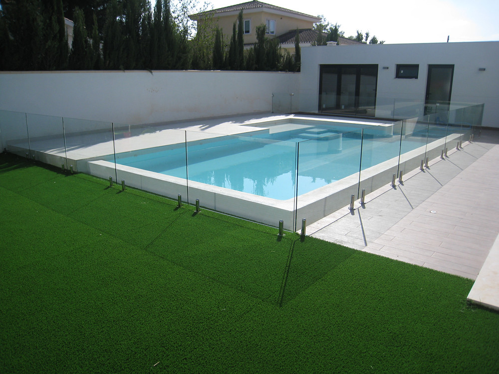 Barandilla de cristal para piscina barandilla cristal for Piscina sainz de baranda