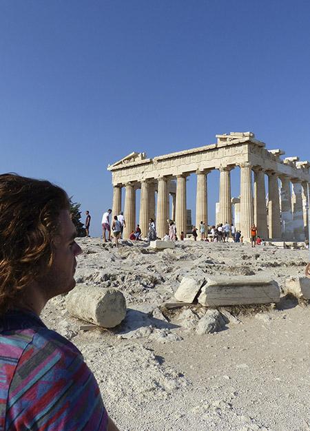paul devant le Parthénon
