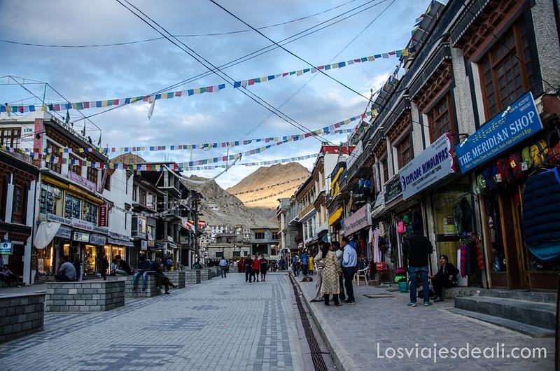 calle main bazaar de Leh