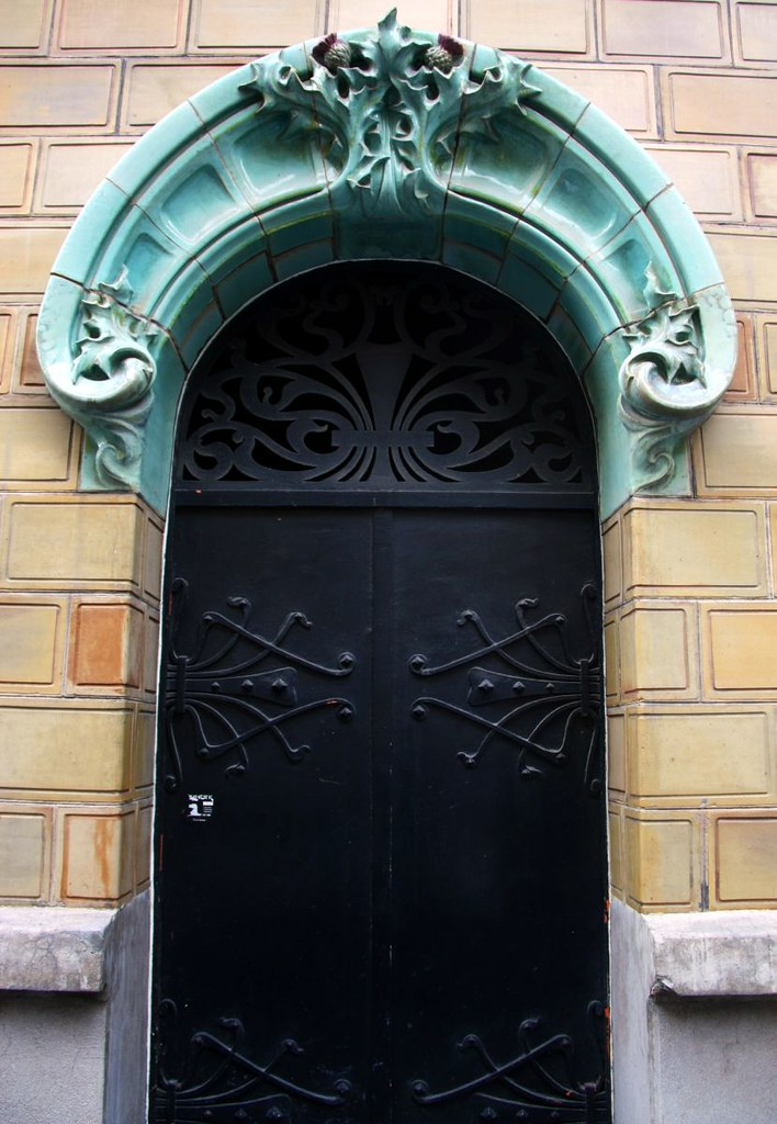 Art nouveau metallic door in paris 16th architecture style flickr - Architect binnen klein gebied paris ...