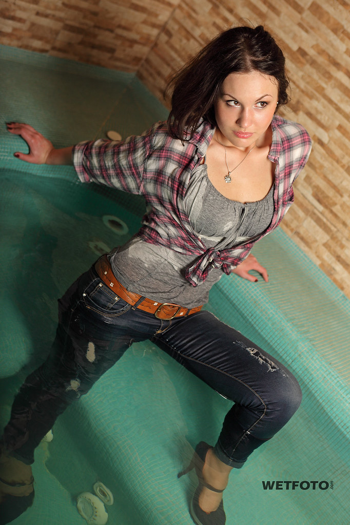 257 Wetlook With Sexy Girl In Wet Tight Jeans Beautiful -7425