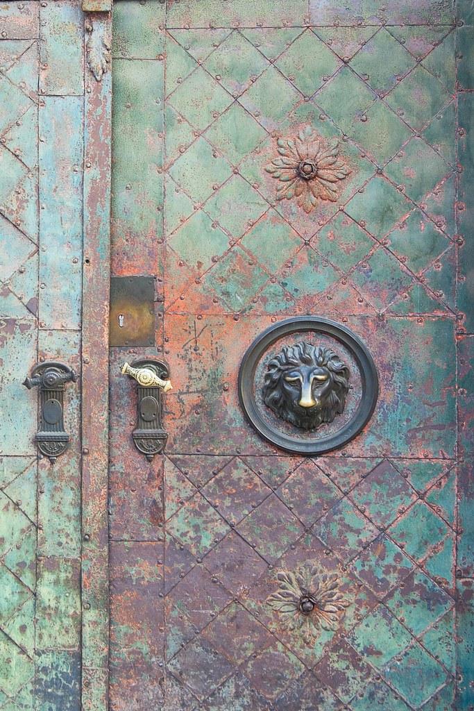 Rusty Metal Door all sizes | rusty metal door | flickr - photo sharing!
