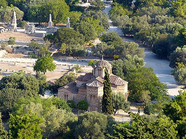petite église en bas du Parthénon