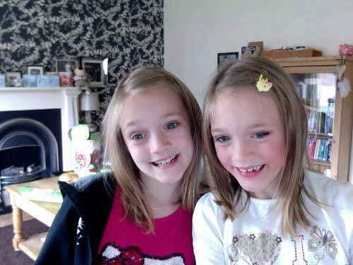 Fizzy Tomlinson Facebook: The Twins, Daisy And Phoebe