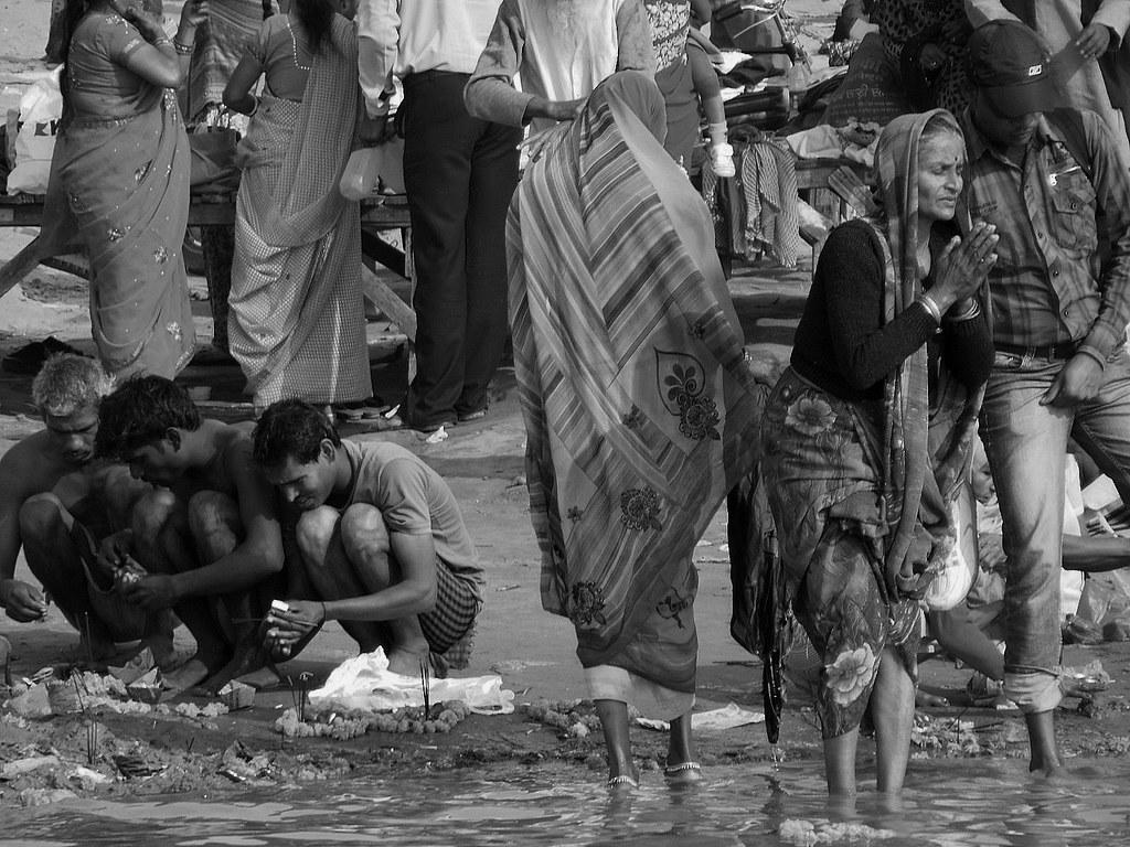 INDIEN, india, heilige Pilgerstadt Allahabad - sangam, Boot an Boot zum Zusammenfluss der heiligen Ströme , 14334/7199
