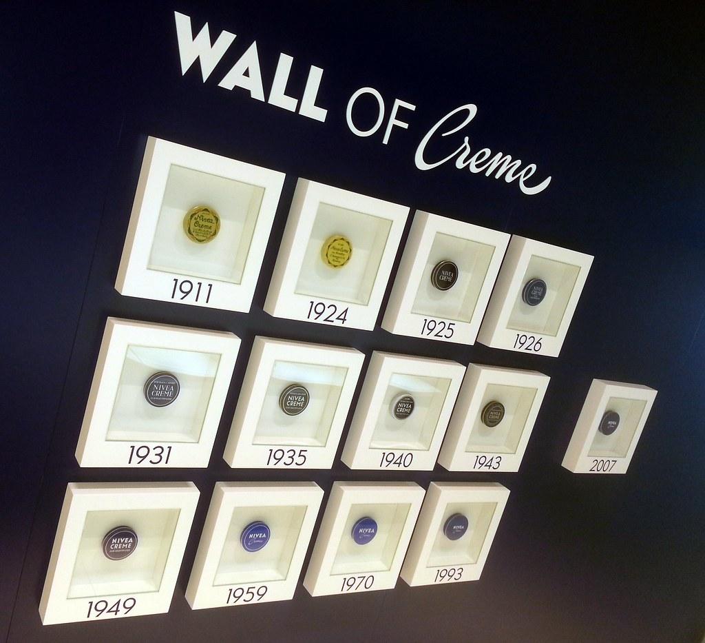 wall of creme nivea haus warnem nde digitalframes flickr. Black Bedroom Furniture Sets. Home Design Ideas